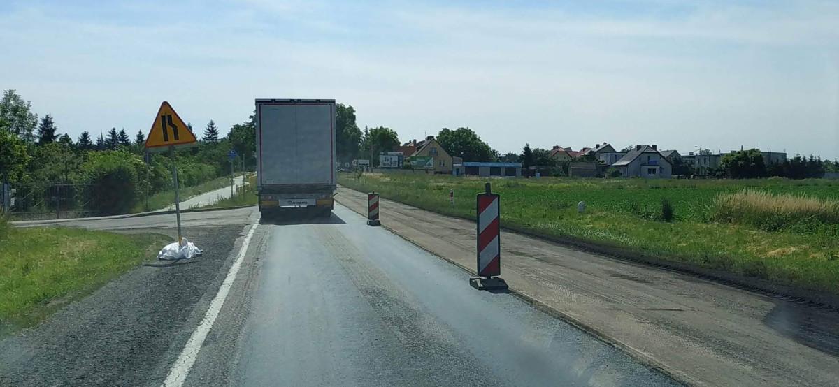 Na wylotówce w stronę Bydgoszczy do połowy lipca potrwa wymiana nawierzchni. To oznacza duże utrudnienia w ruchu.