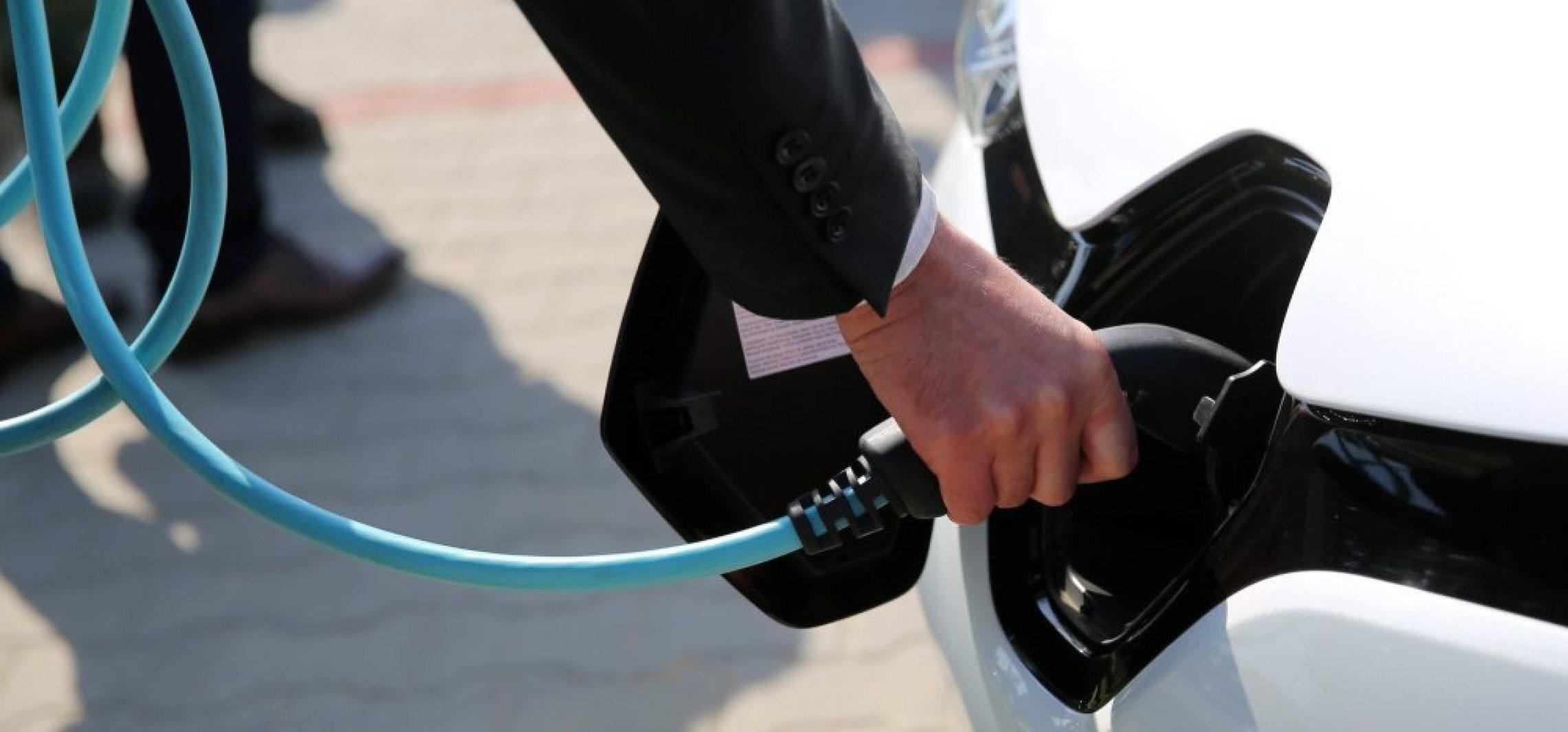 Na koniec 2020 r. w Polsce jeździło prawie 19 tys. osobowych aut na prąd