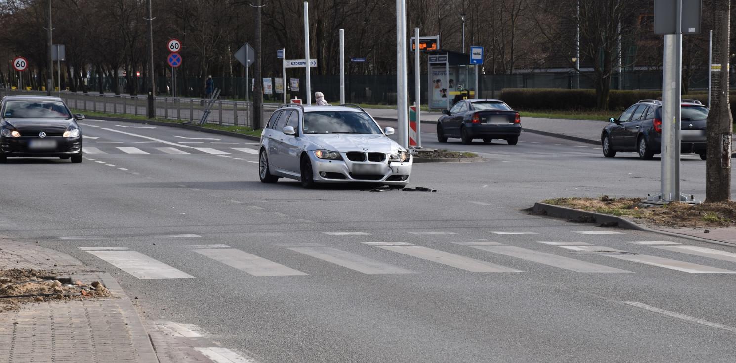 Inowrocław - Dwie osobówki zderzyły się przy ratuszu