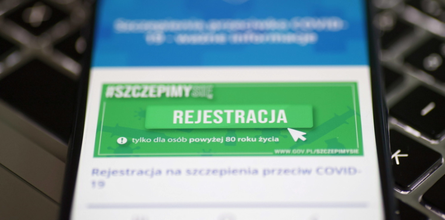 Kraj - W poniedziałek ruszyły zapisy dla 53-latków na szczepienia przeciw COVID-19