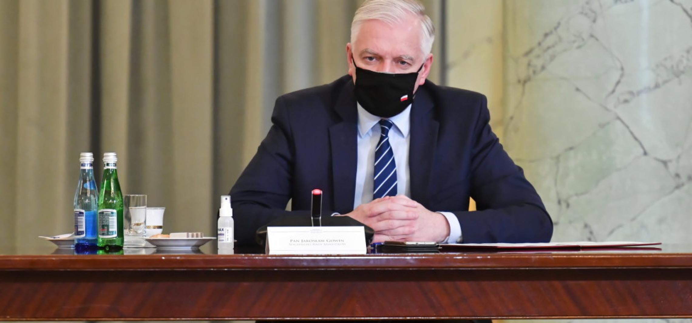 Kraj - Gowin: od 4 maja otwarty powinien być cały handel i siłownie