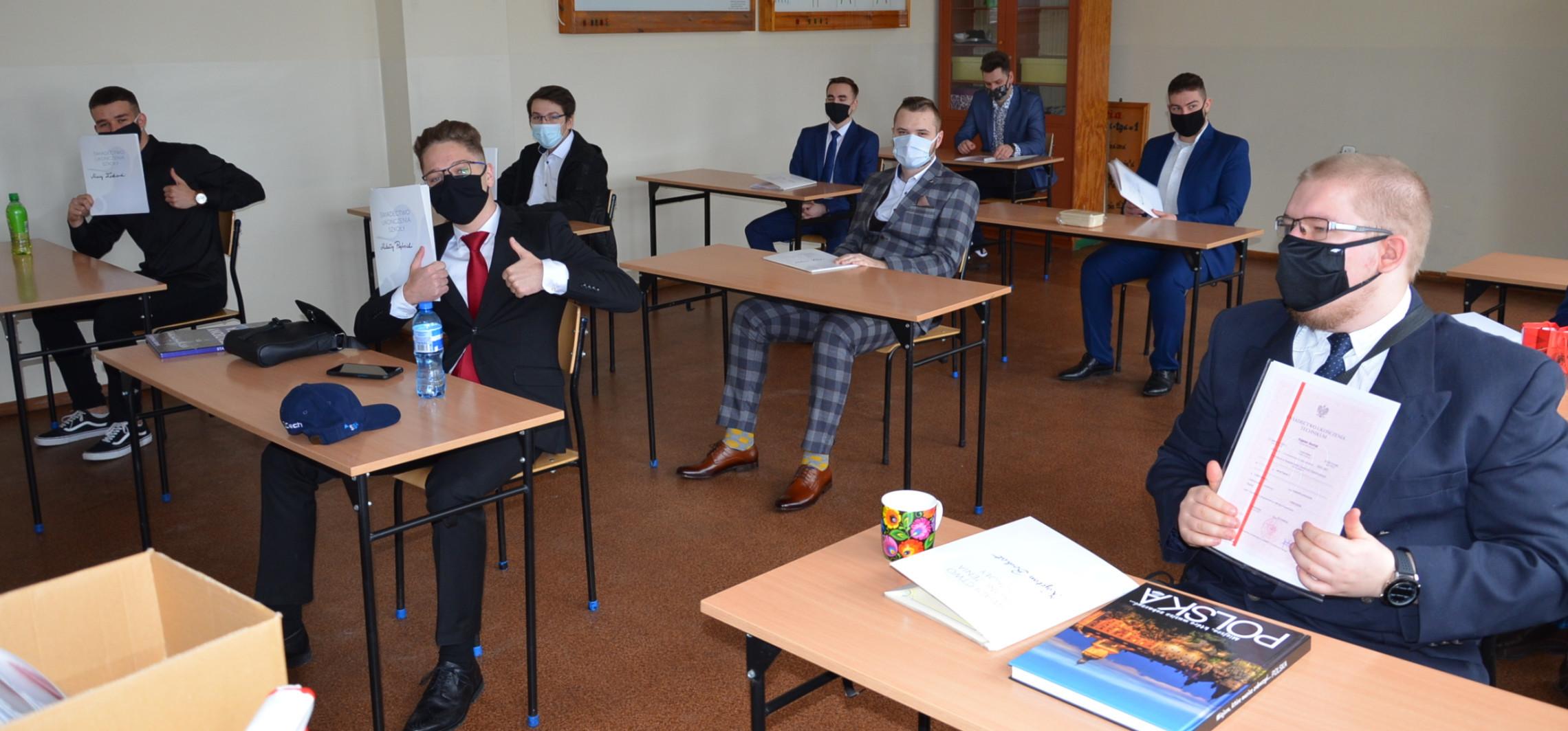Inowrocław - Oni mają dziś koniec roku. Odbierają świadectwa