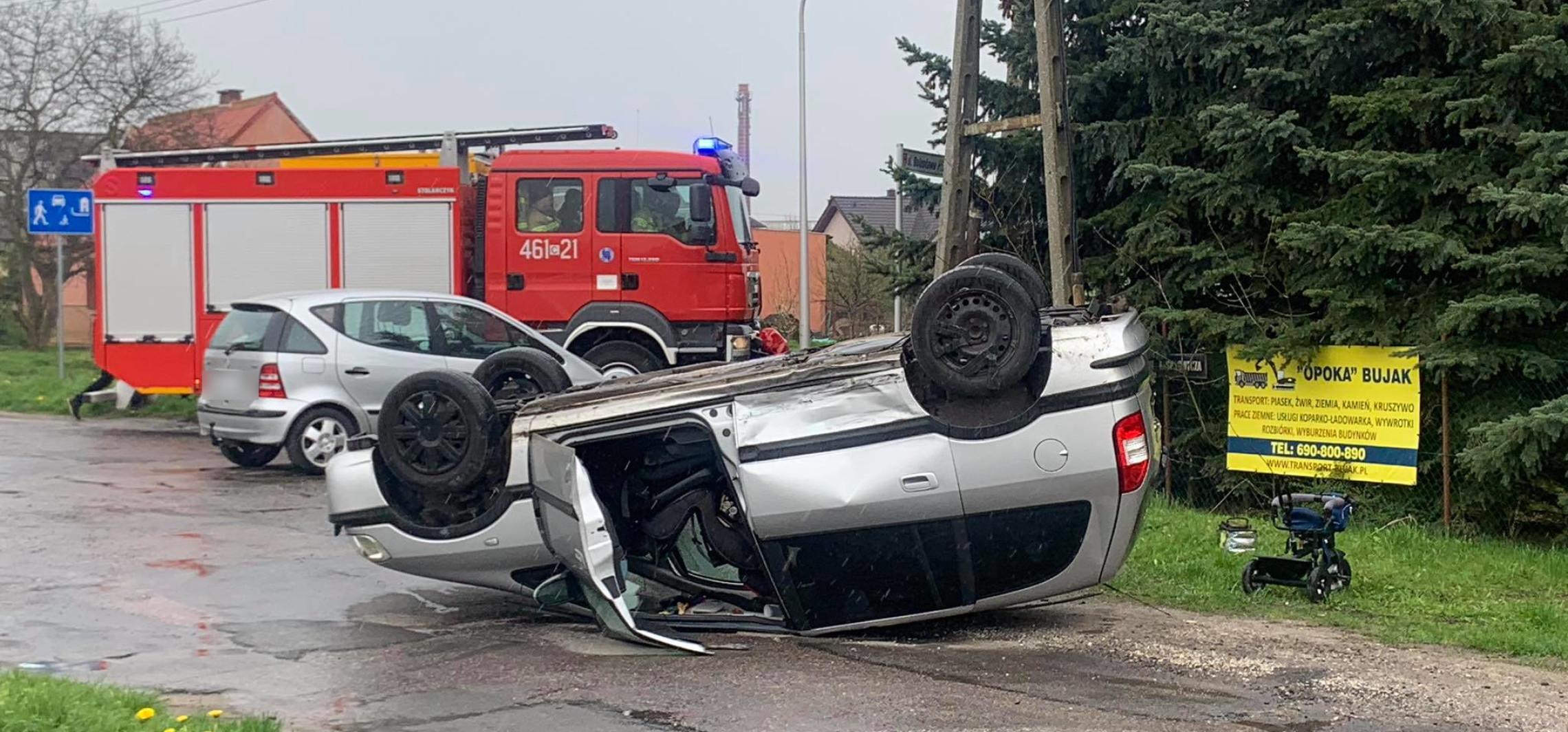 Janikowo - Dachowanie auta w Janikowie (aktualizacja)