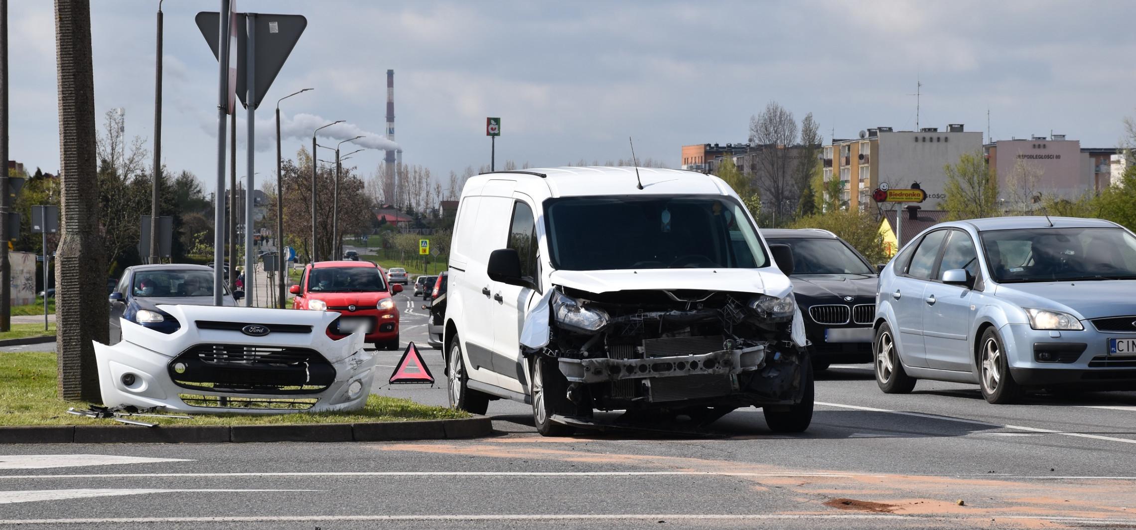 Kraksa dwóch samochodów na Rąbinie