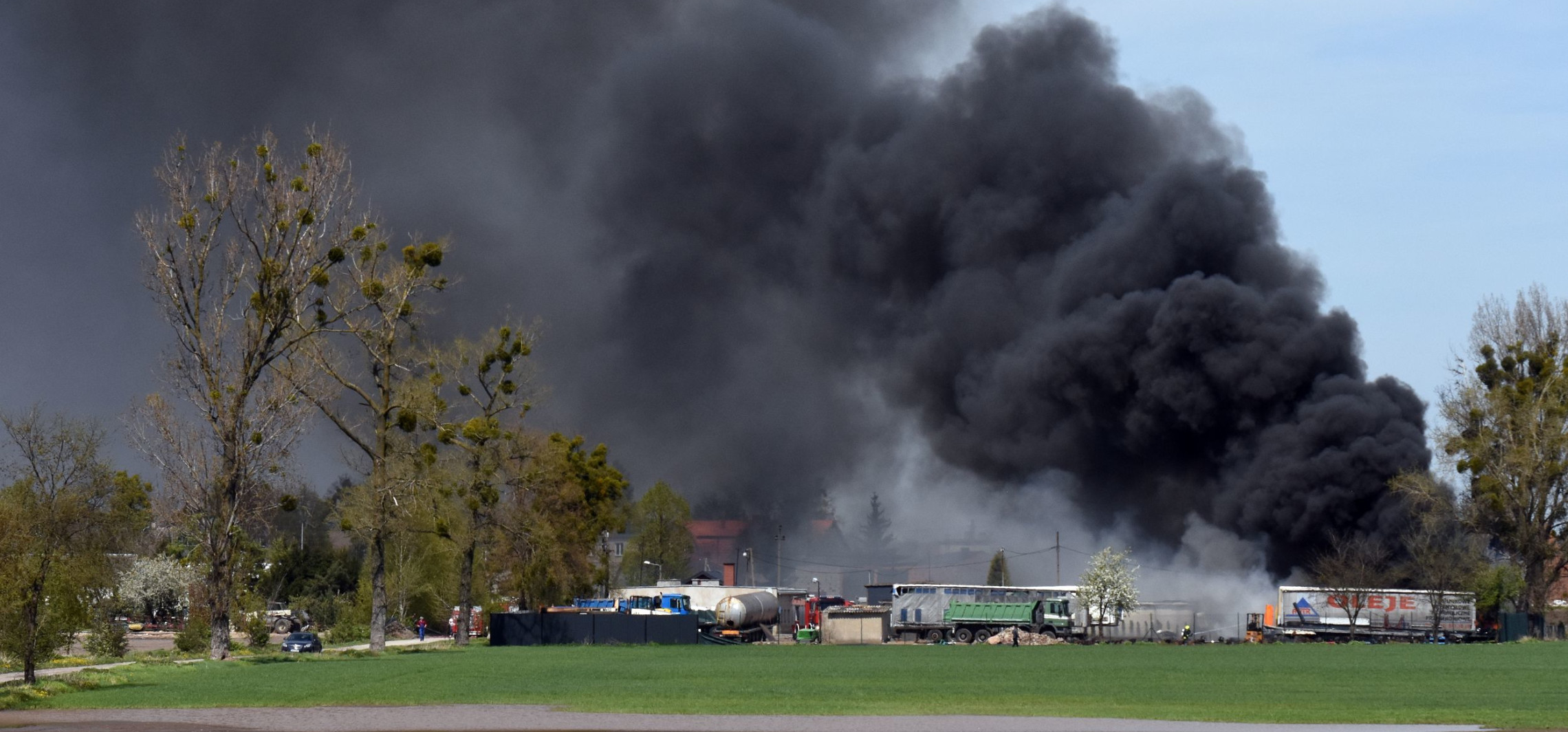 Gniewkowo - Duży pożar pod Gniewkowem. Paliły się opony
