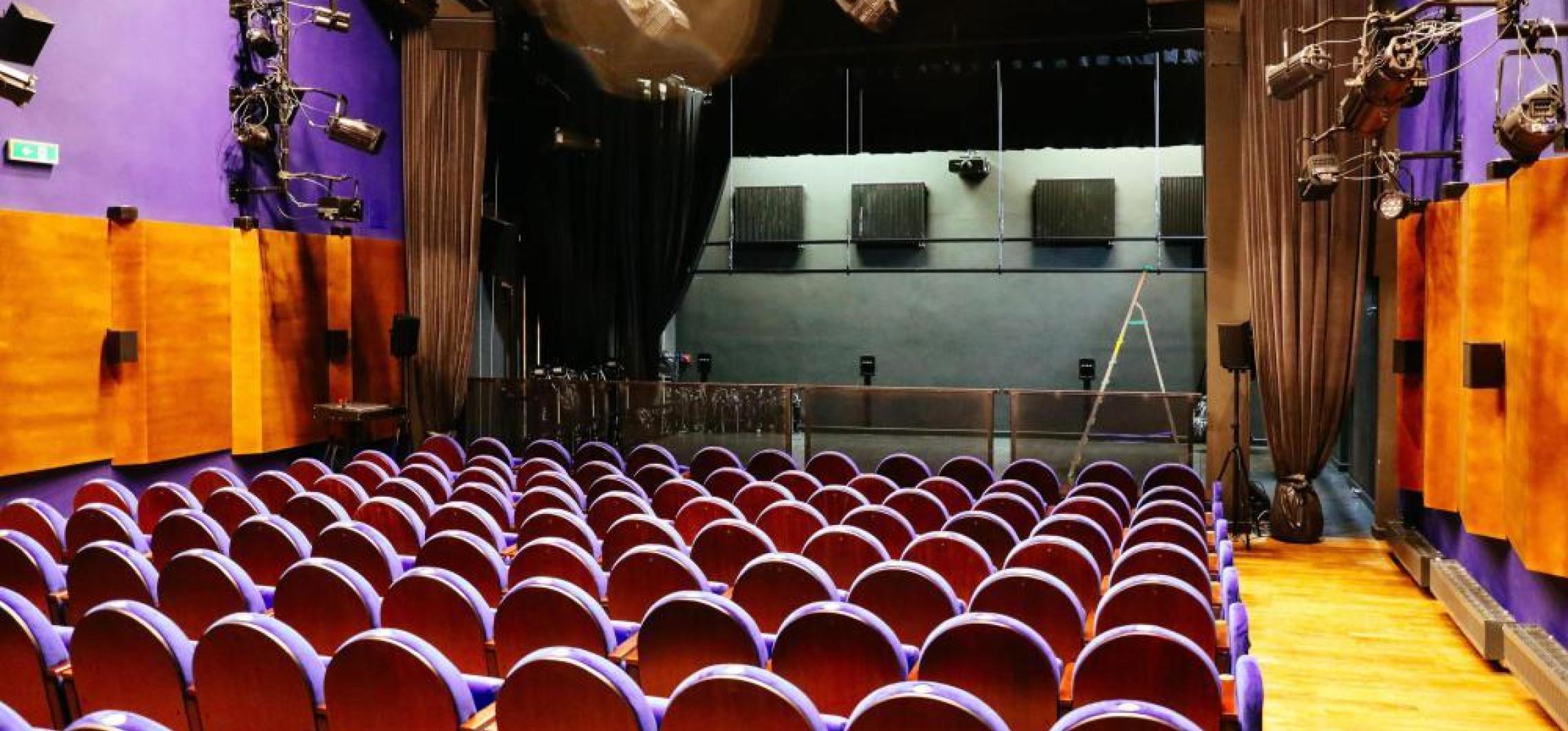 Kraj - Morawiecki: przyspieszamy otwarcie kin, filharmonii i teatrów o 8 dni - od 21 maja