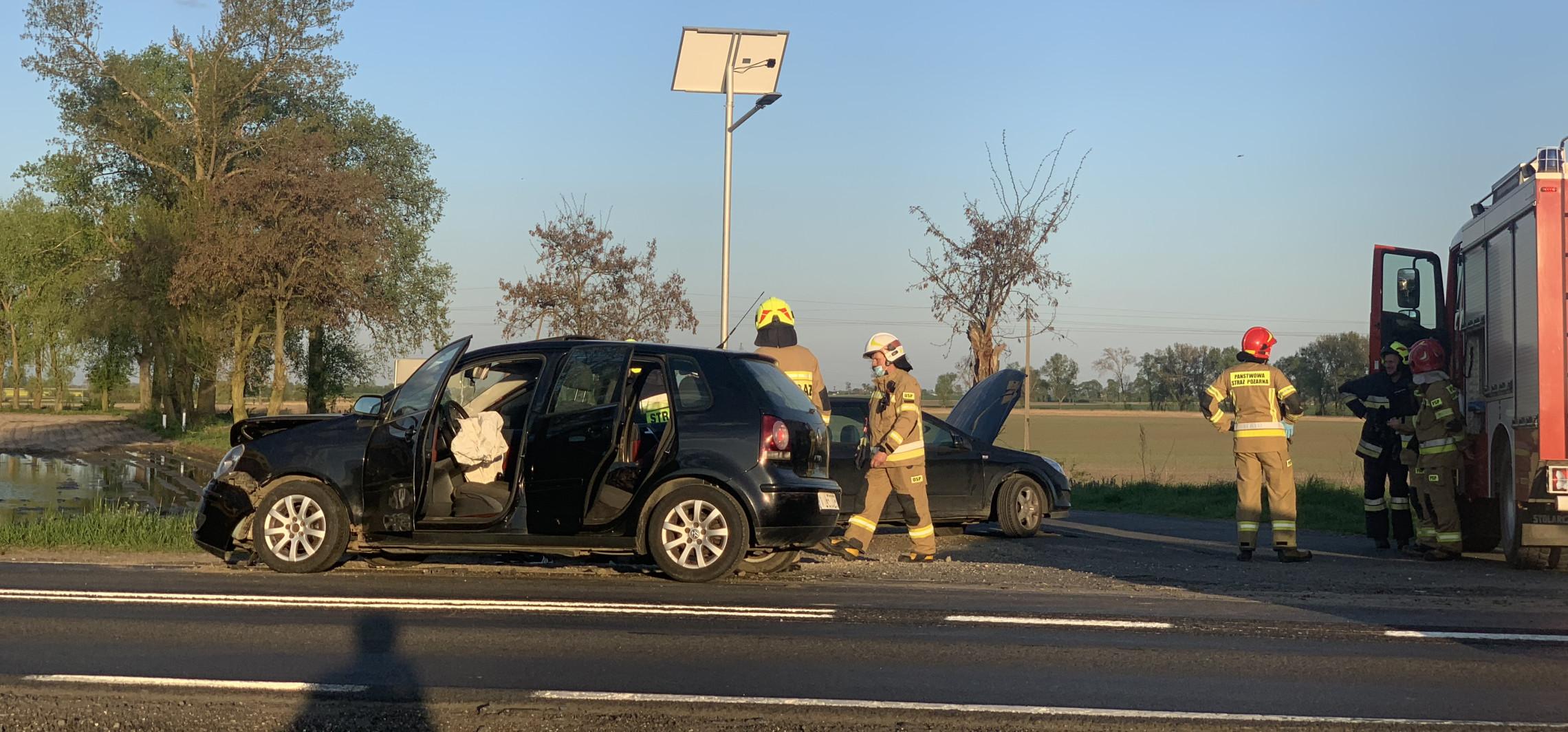 """Zderzenie dwóch aut na """"15"""" koło Gniewkowa"""