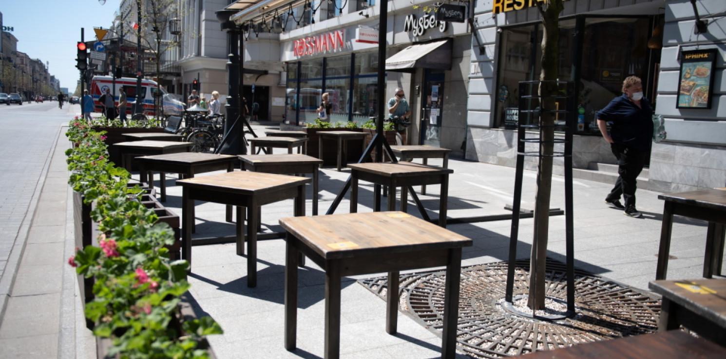 Kraj - Od soboty otwarte ogródki w restauracjach, więcej osób będzie mogło jechać transportem publicznym