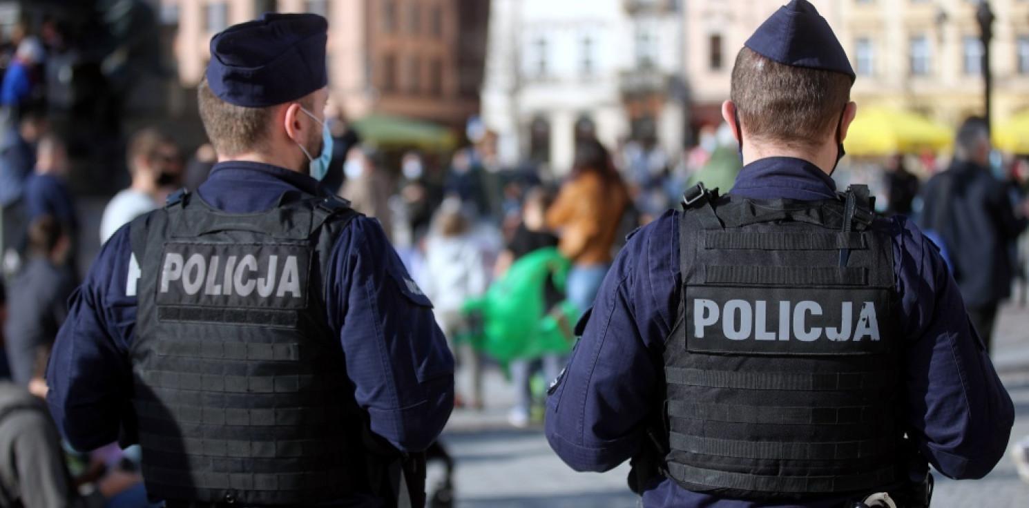 Kraj - Policja: niezmiennie będziemy sprawdzać czy obostrzenia są przestrzegane