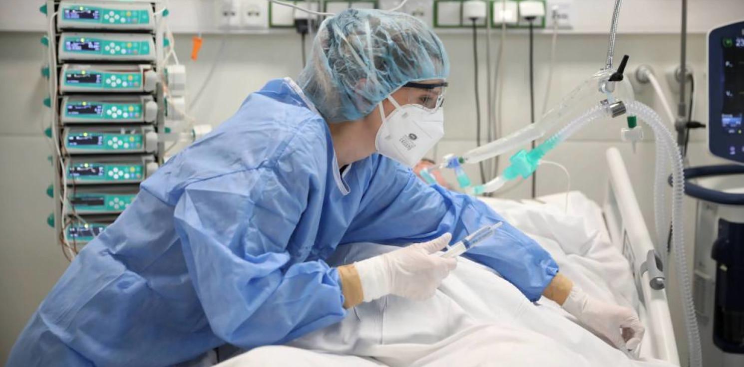 Kraj - Grzesiowski: pandemia nie wygasła, wirus cały czas jest aktywny