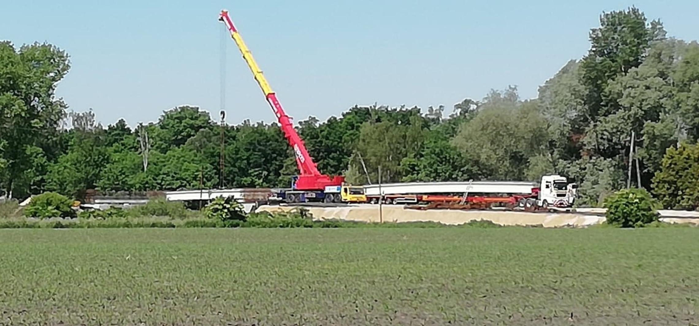 Nowy most coraz bliżej. Montują przęsła