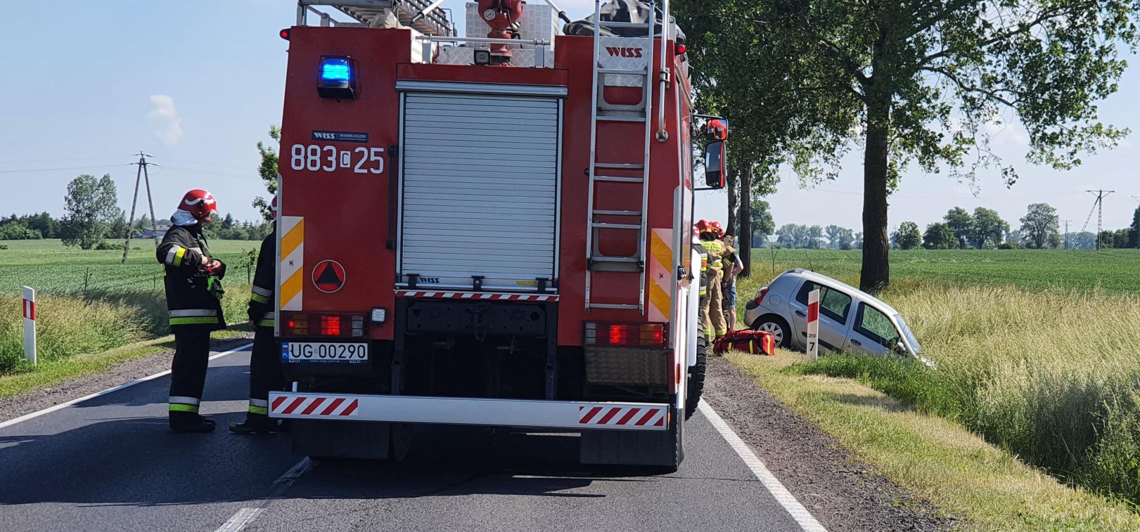 Na drodze do Gniewkowa auto wpadło do rowu