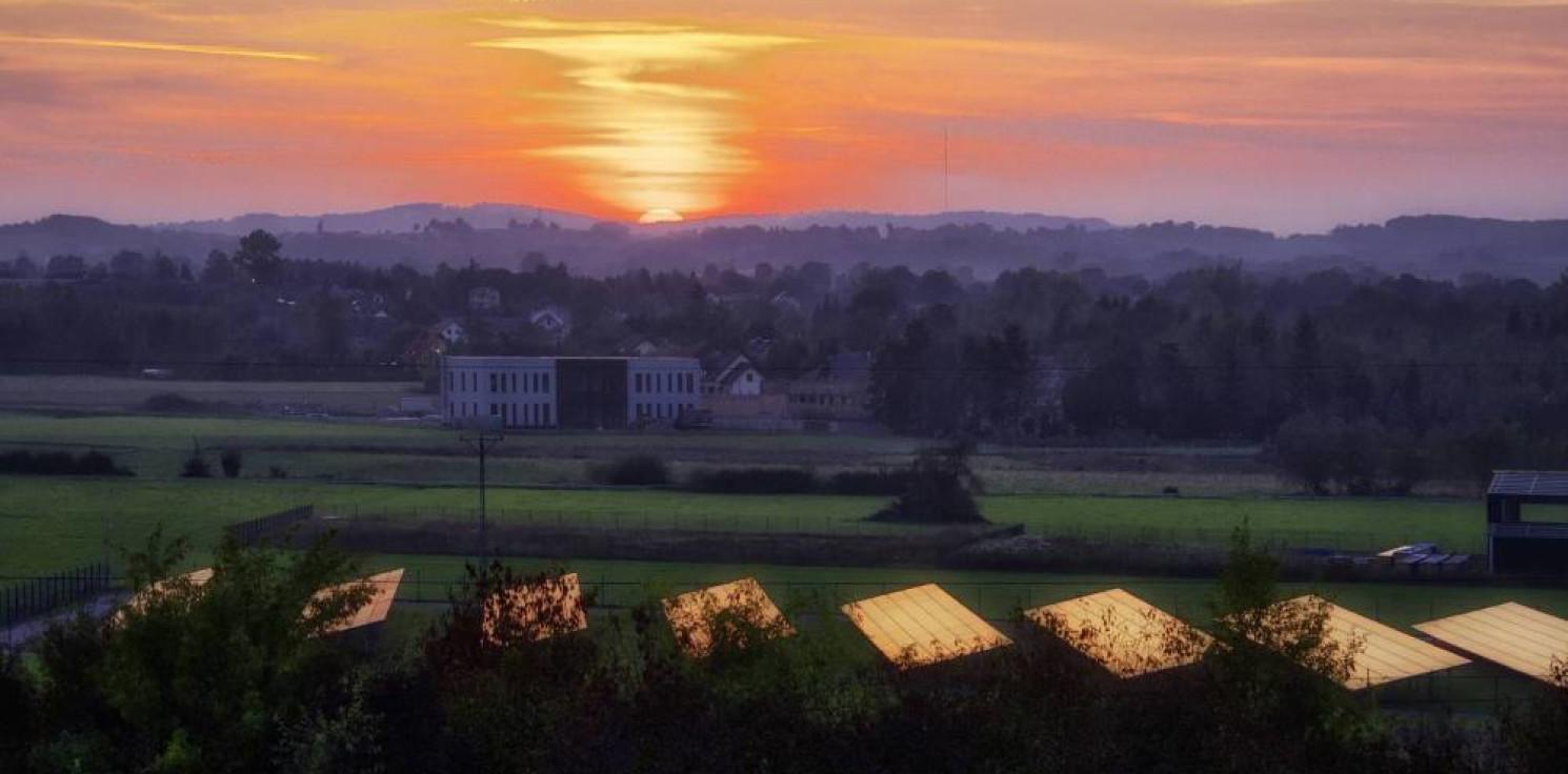 Rozmaitości - Czwartkowe zaćmienie Słońca obniżyło moc fotowoltaiki w Europie o 4,9 GW