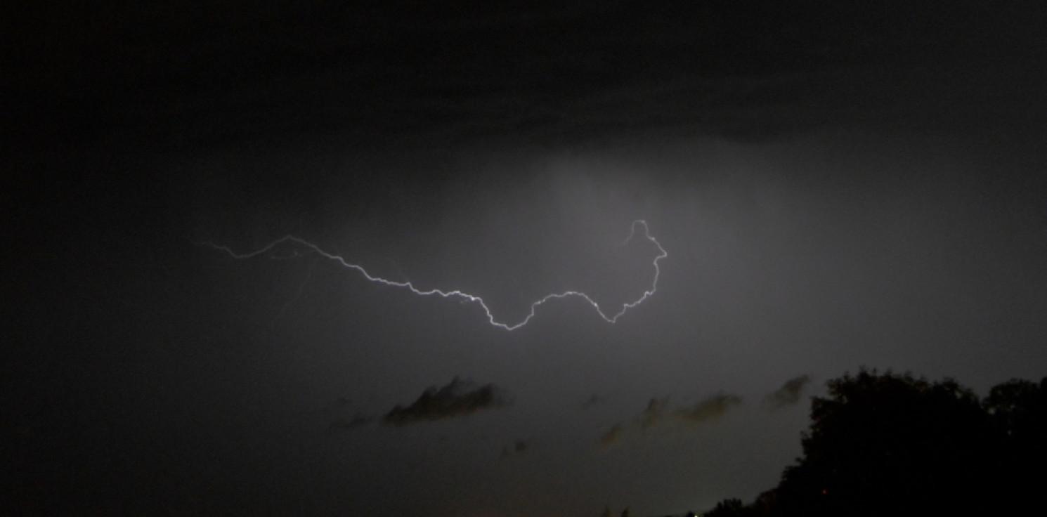 Kraj - IMGW: nocą gwałtowne burze, piątek przeważnie chłodniejszy