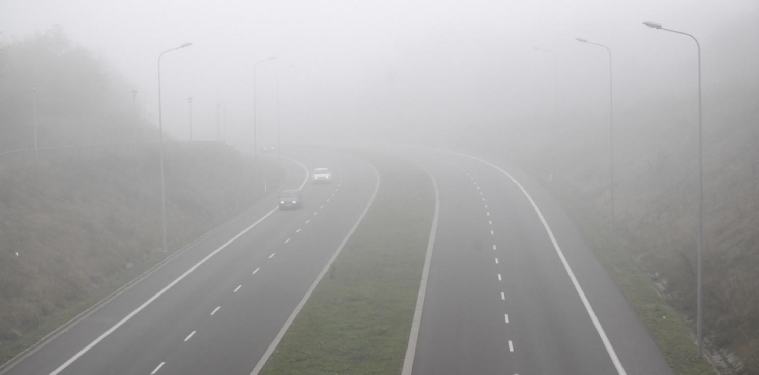 Kraj - IMGW: Uwaga kierowcy! W nocy i nad ranem gęste mgły, które ograniczą widoczność do 200 metrów