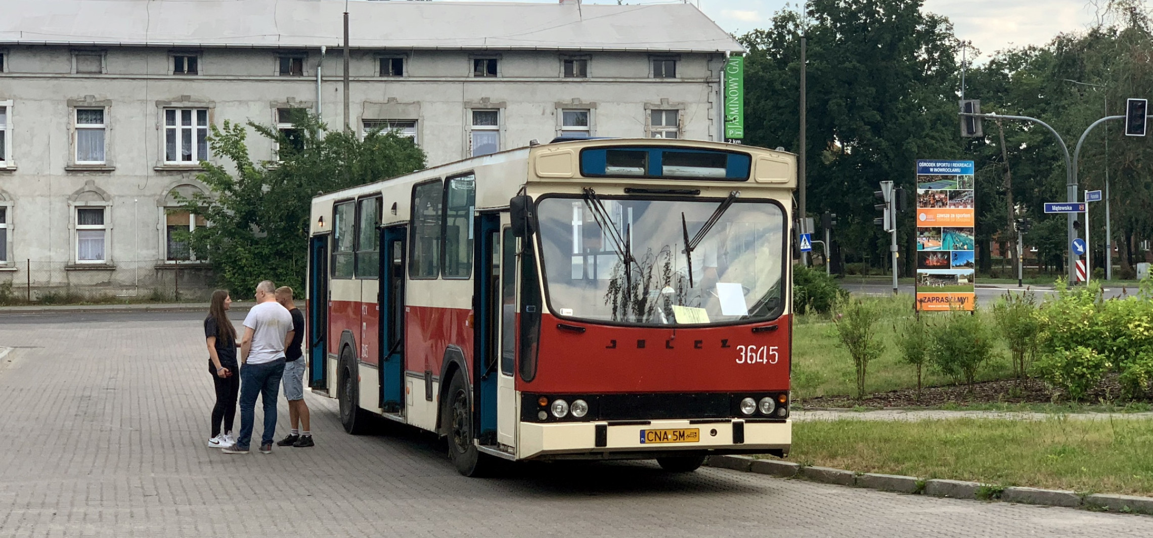 Inowrocław - Zabytkowy autobus zawitał do Inowrocławia