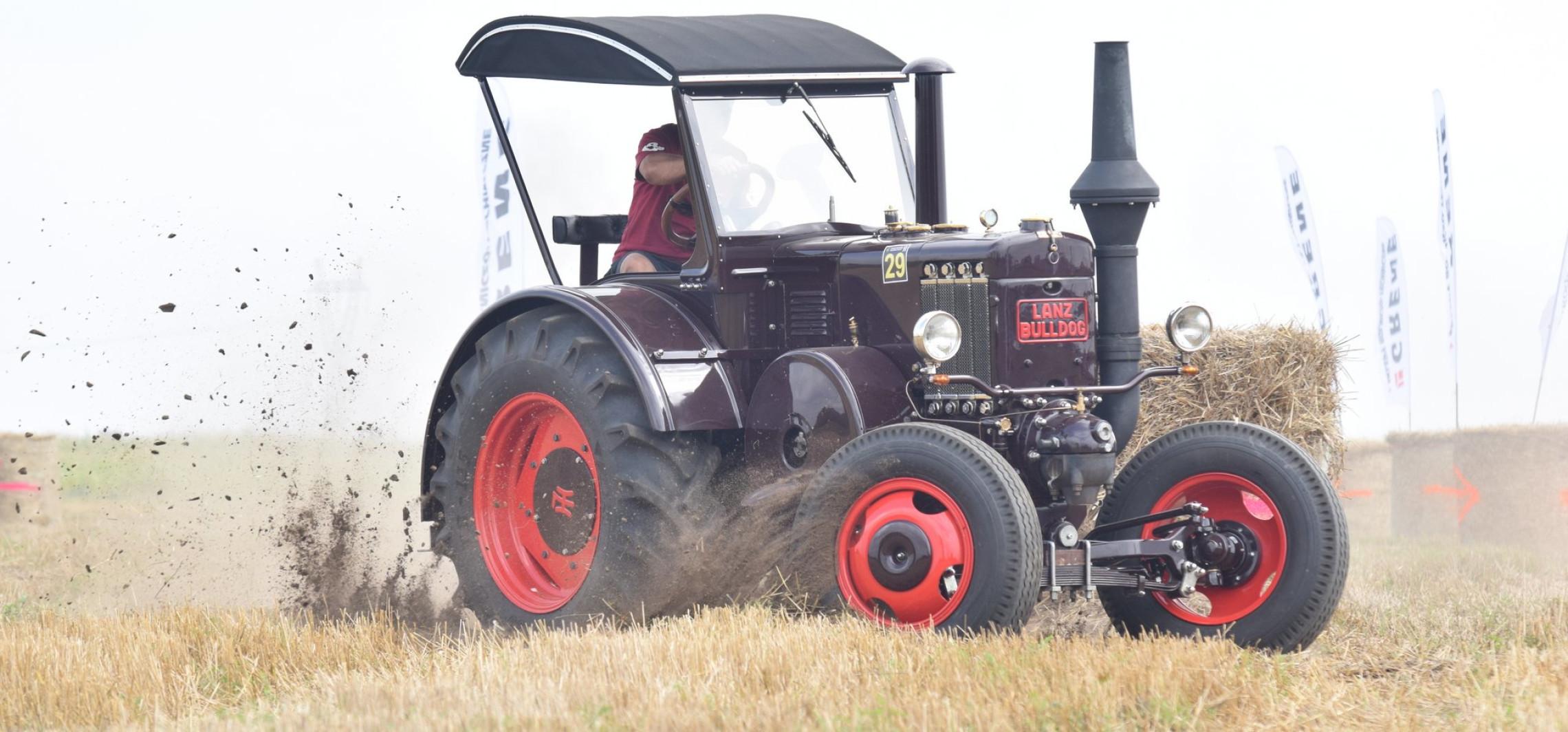 Wyścigi traktorów wracają. Weźcie paszport covidowy