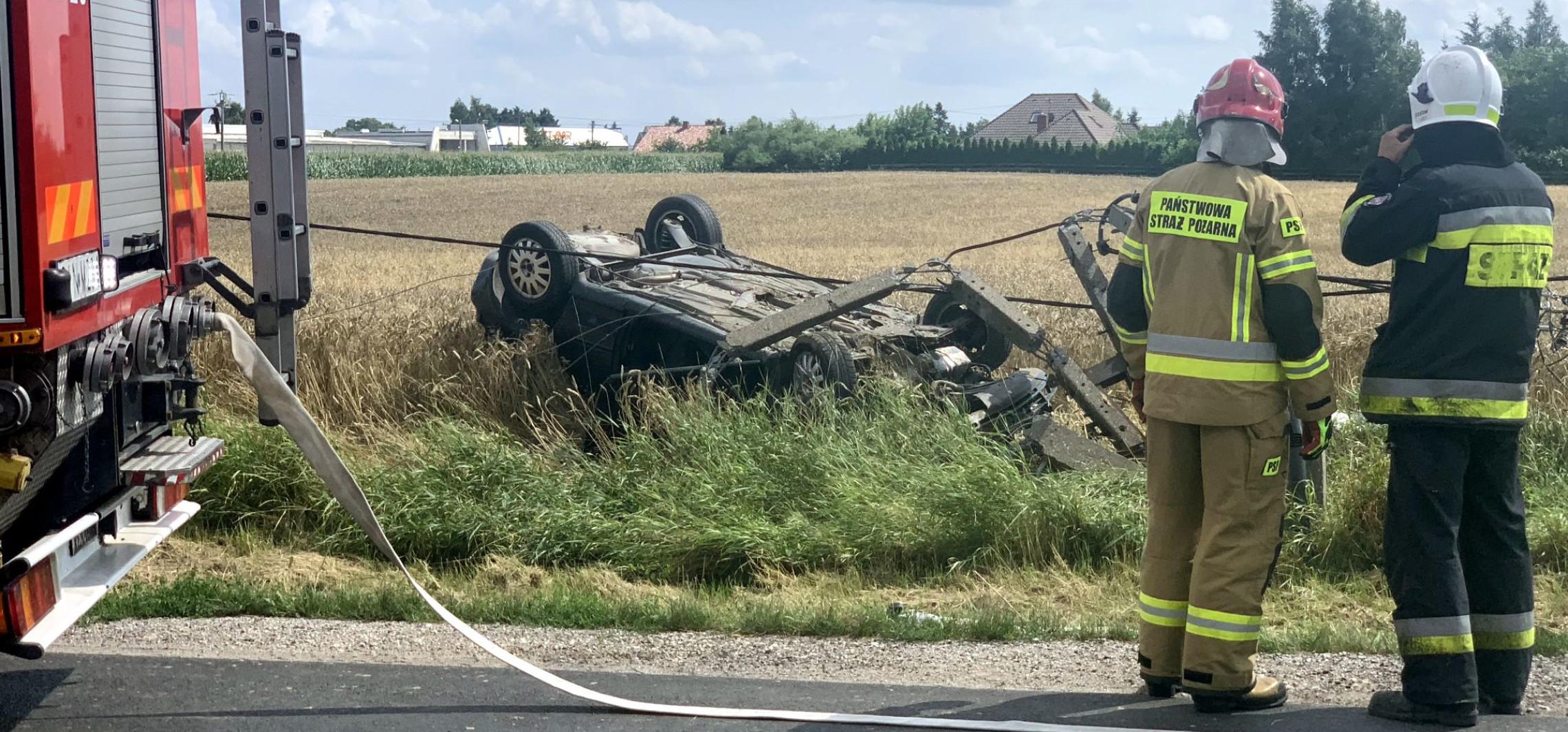 Inowrocław - Wypadł z drogi i uderzył w słup. Kraksa w Jacewie