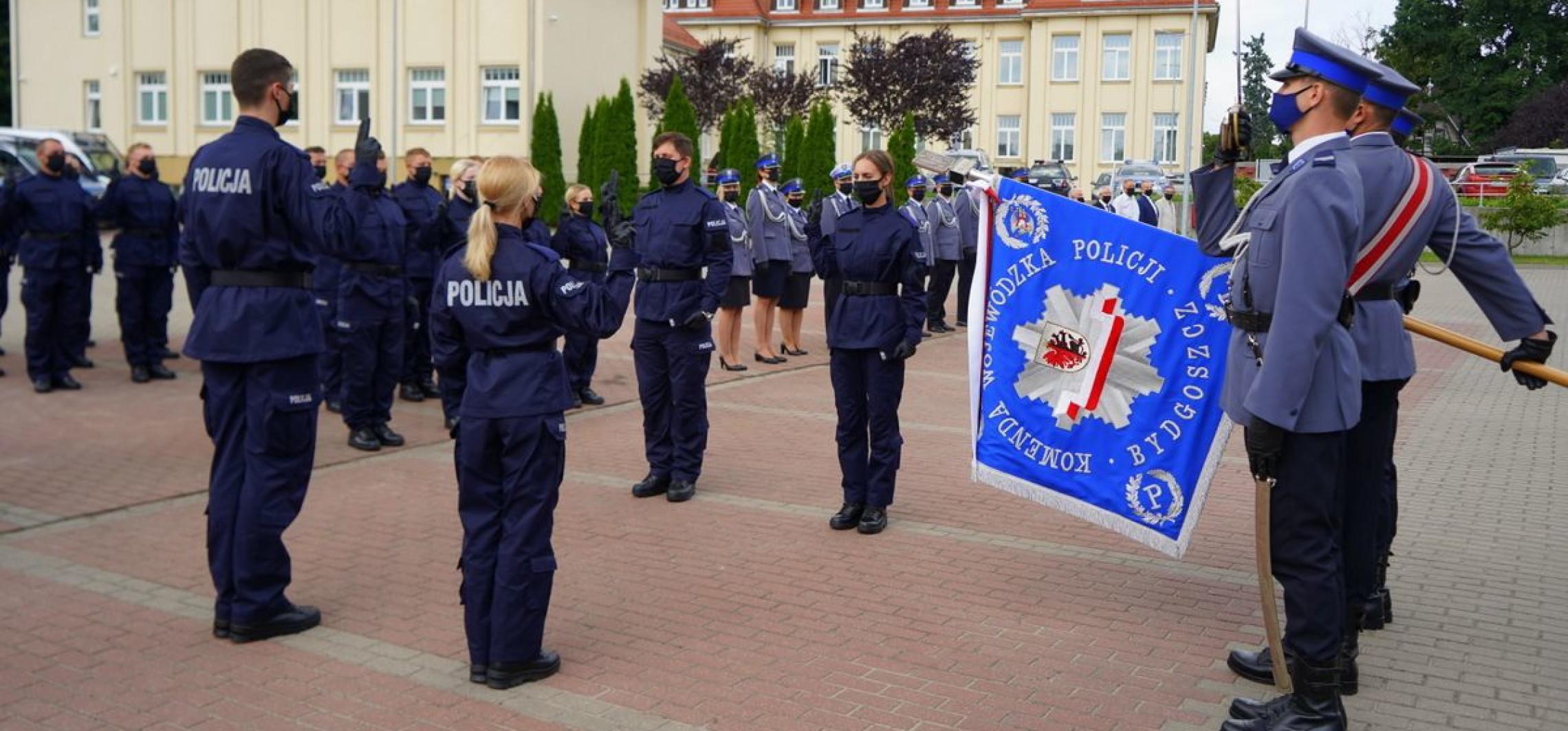 Inowrocław - Nowi policjanci dołączyli do inowrocławskiej komendy