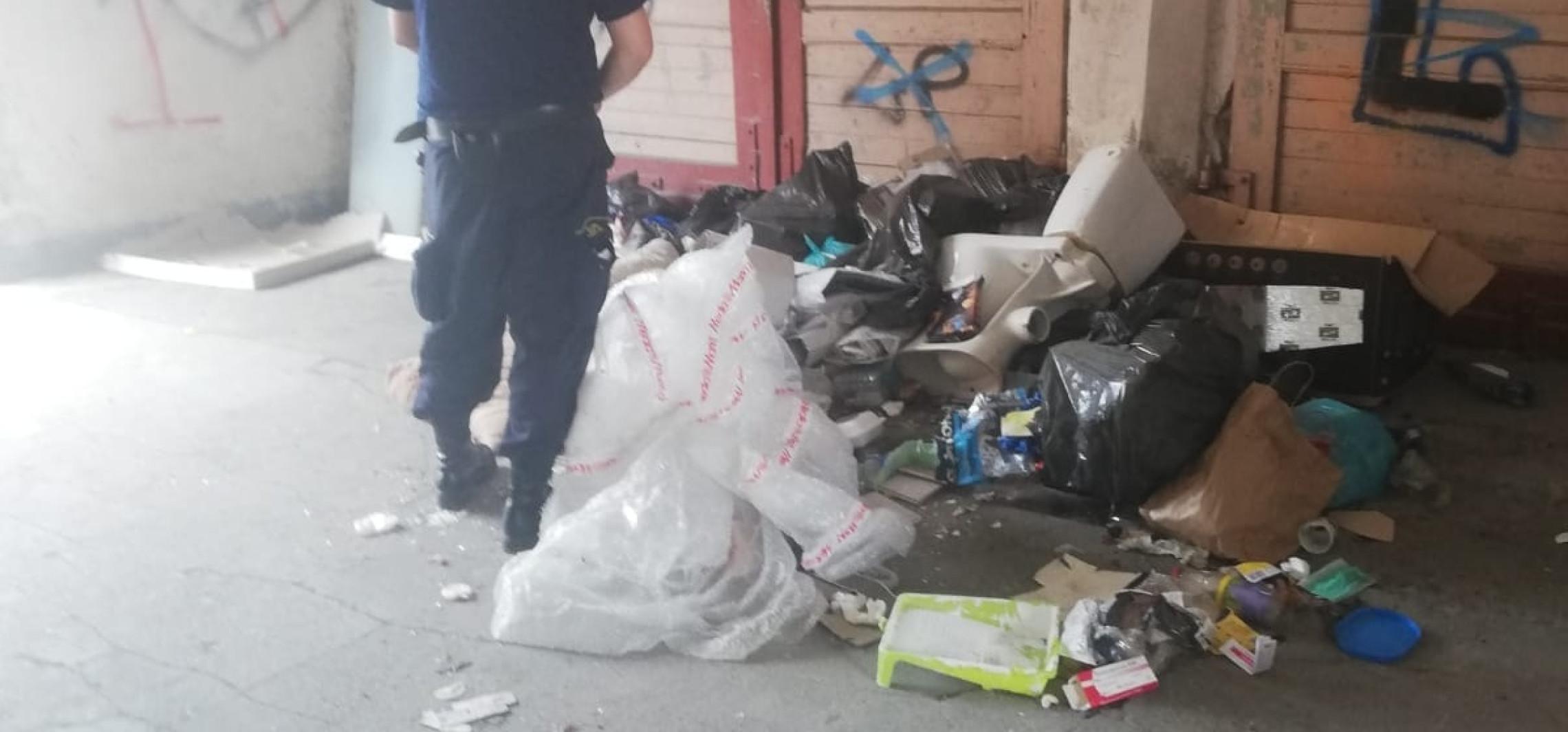 Inowrocław - Podrzucił śmieci na podwórzu. Zapłaci 500 zł