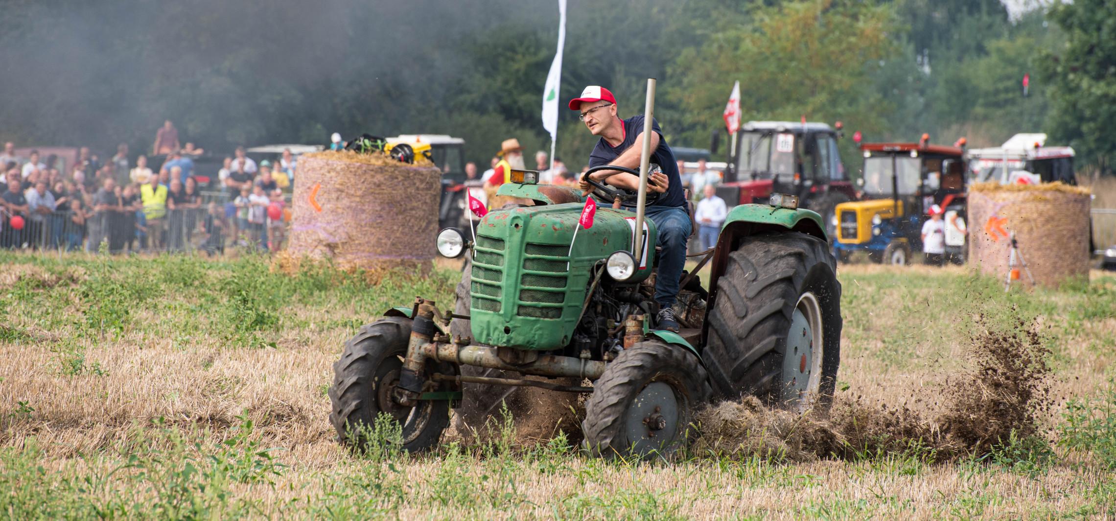 W Wielowsi ścigali się traktorami
