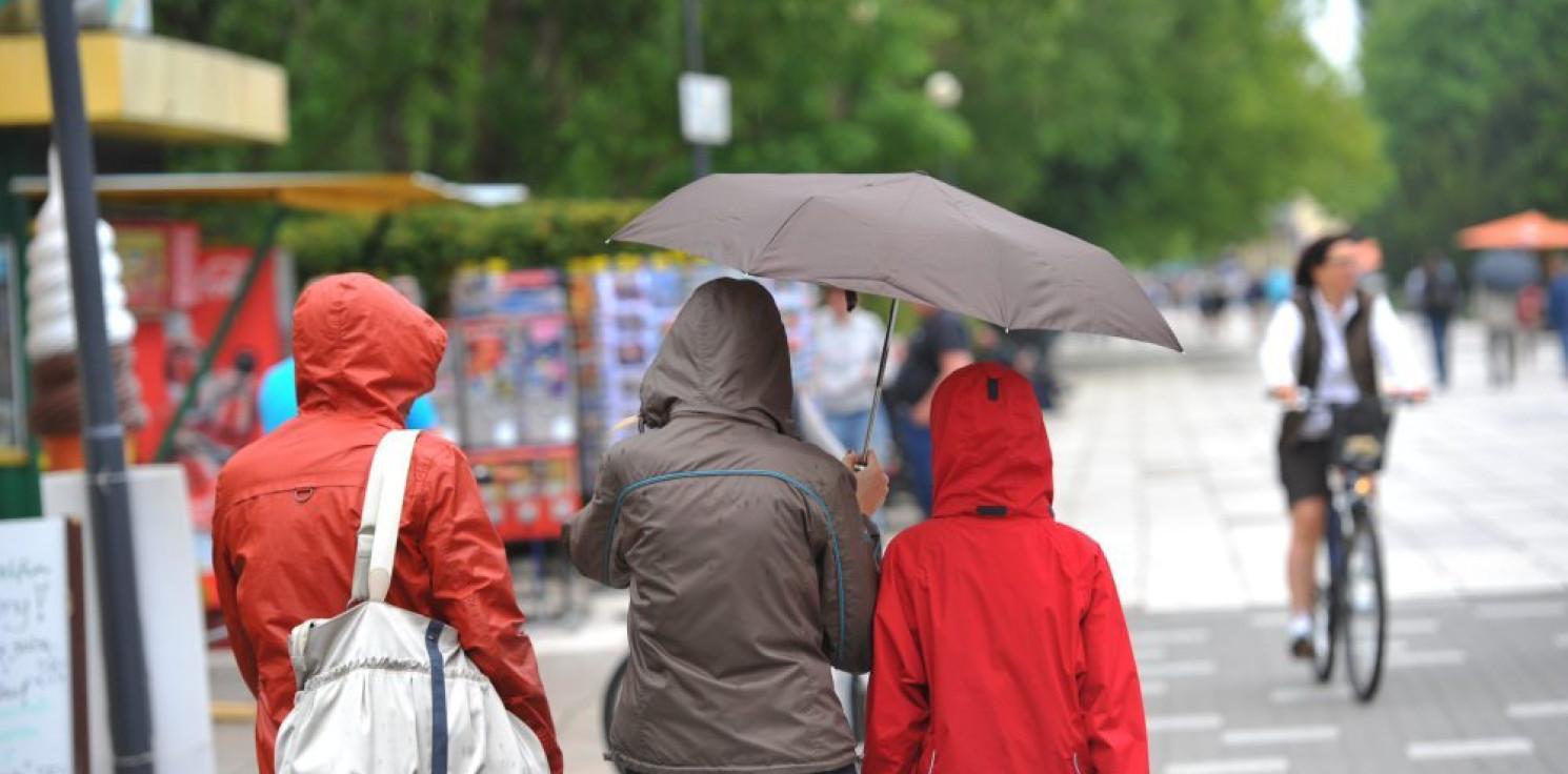 Kraj - IMGW: czeka nas zimny koniec wakacji
