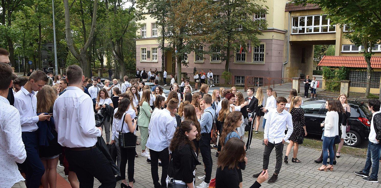 Inowrocław - Powrót do szkół. Płyny, maski i szczepienia uczniów
