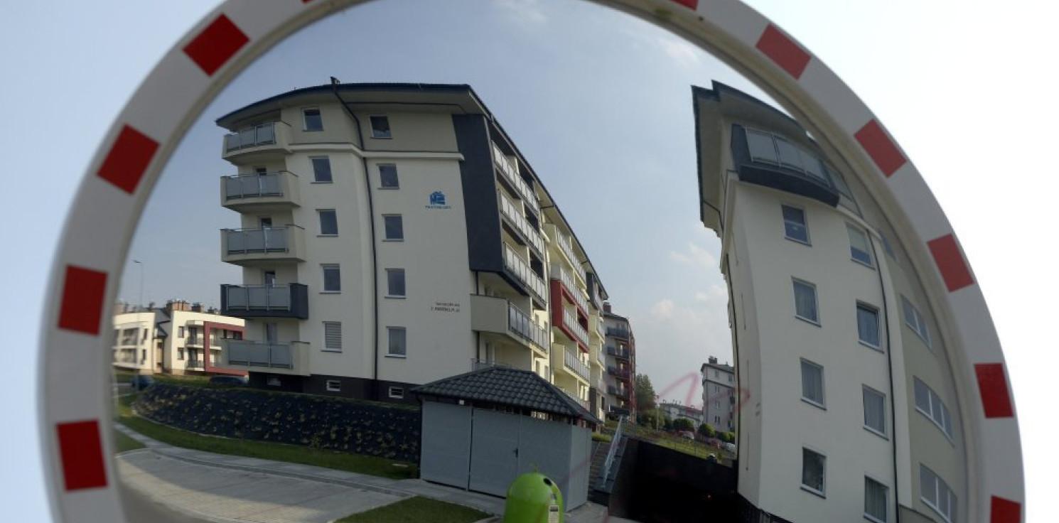 """Kraj - Analitycy: Polacy kupują mieszkania """"na potęgę"""" za gotówkę i na kredyt"""