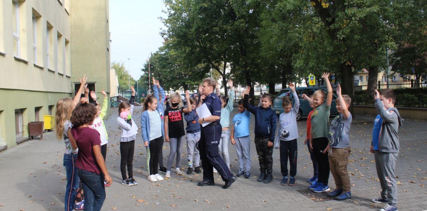 Inowrocław - Policjantki rozmawiały z uczniami o bezpieczeństwie