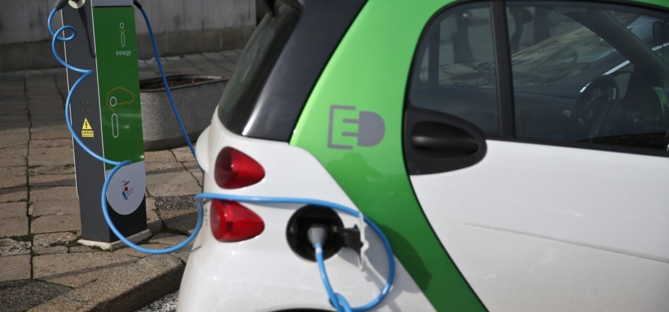 PSPA: w 2025 r. liczba aut elektrycznych w Polsce może sięgać 300 tys.