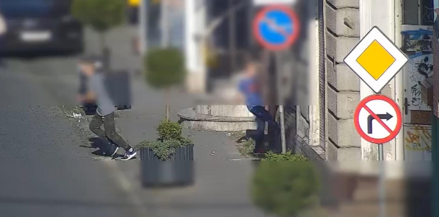 Inowrocław - Grali w nogę na ulicy, ale kopali nie tylko piłkę
