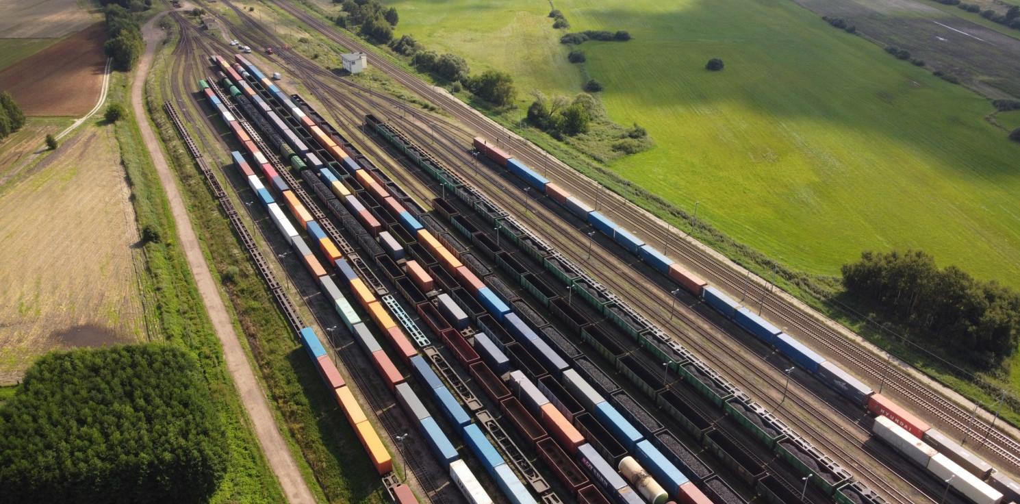 Kraj - Warto postawić na transport towarów koleją. Planeta nam za to podziękuje
