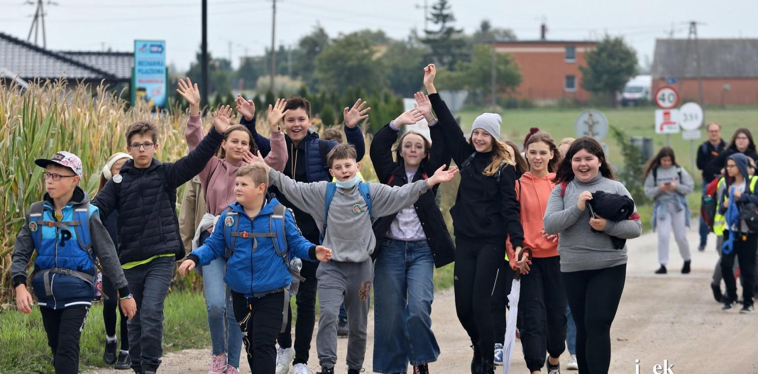 Region - Pieszo i na rowerach uczcili bohatera powstania