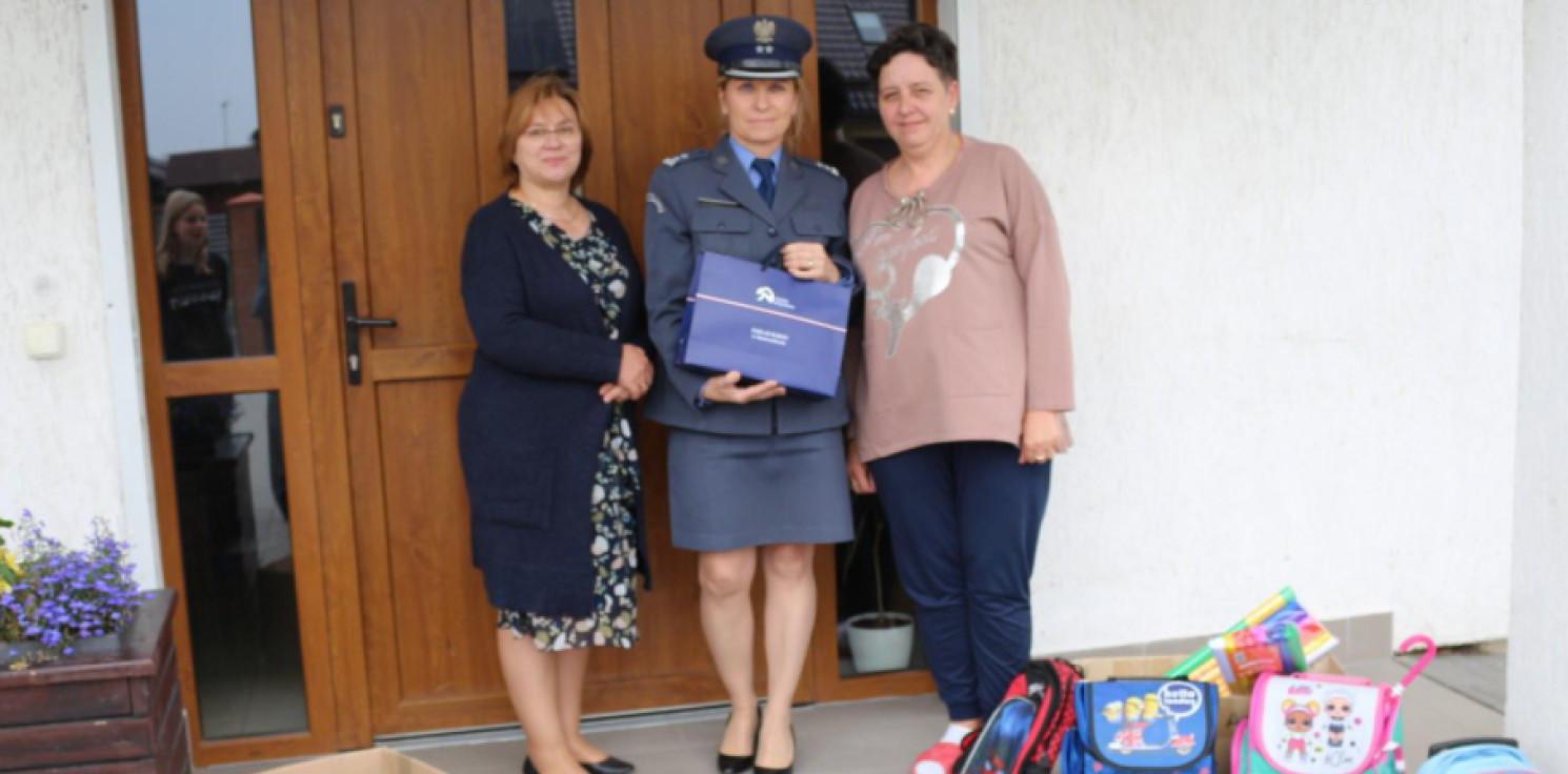 Inowrocław - Funkcjonariusze więzienia odwiedzili dom dziecka
