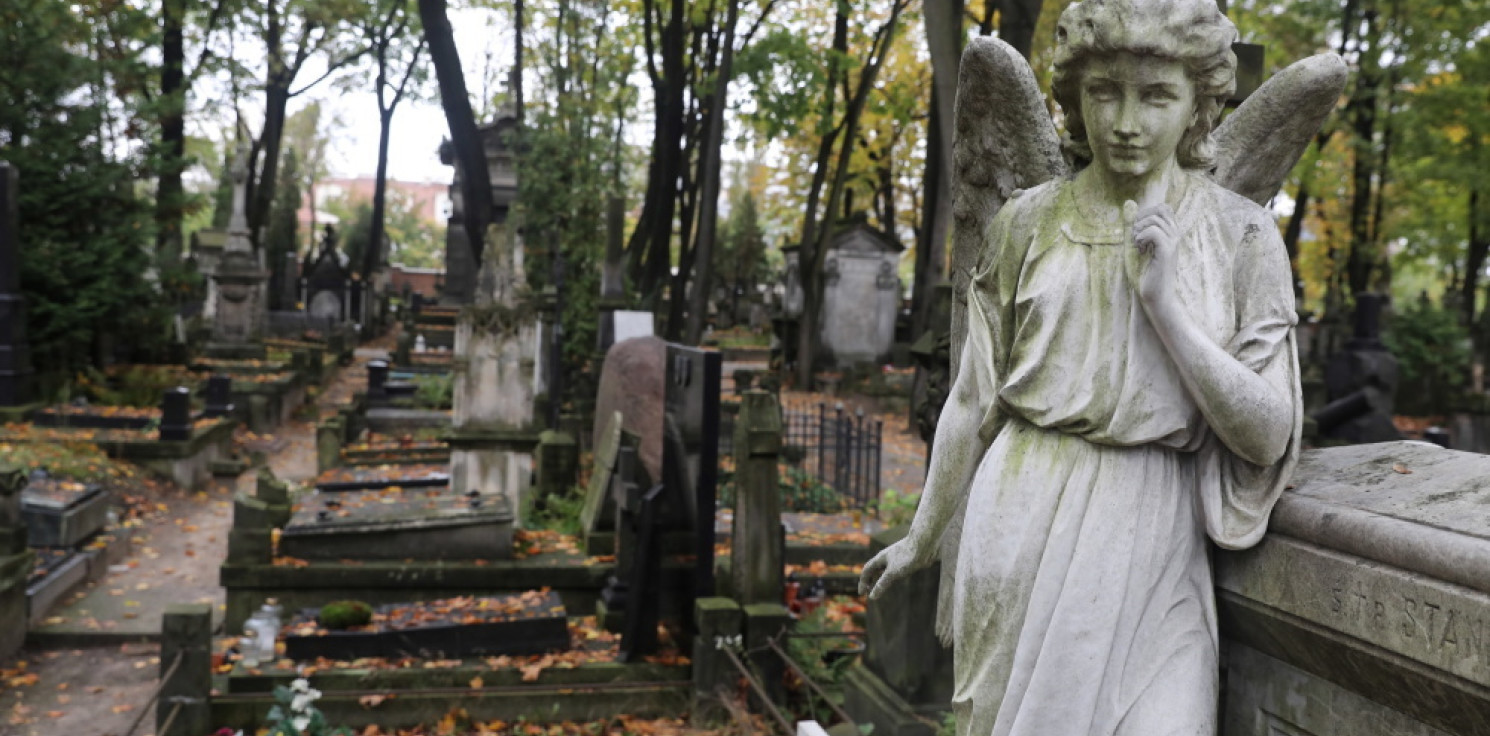Kraj - Niedzielski: cmentarze na Wszystkich Świętych najprawdopodobniej będą otwarte