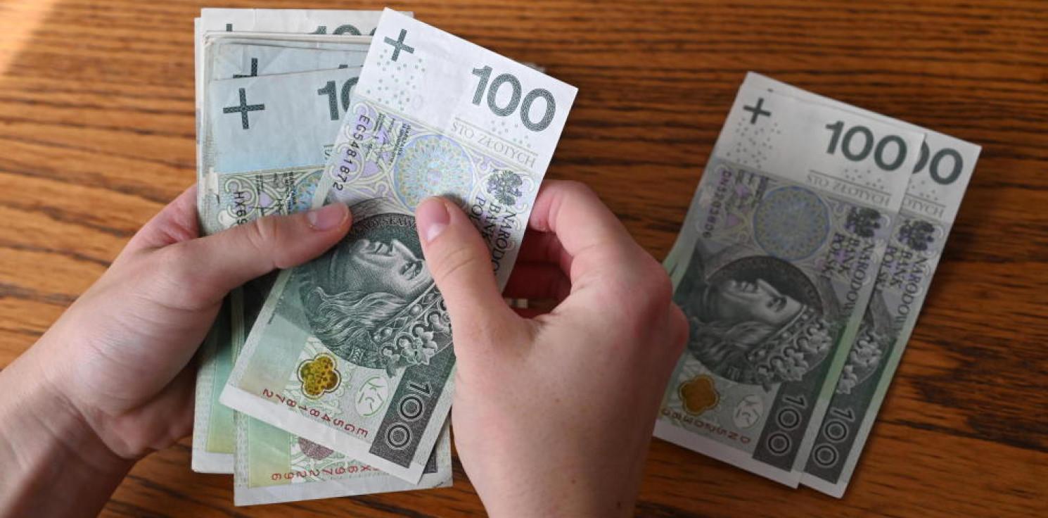 Kraj - Złoty umocnił się wobec głównych walut po podniesieniu stóp procentowych przez RPP