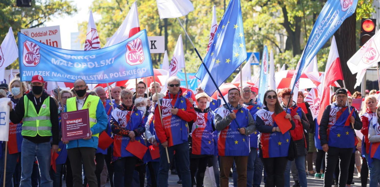 Kraj - Warszawa: protest nauczycieli pod MEiN