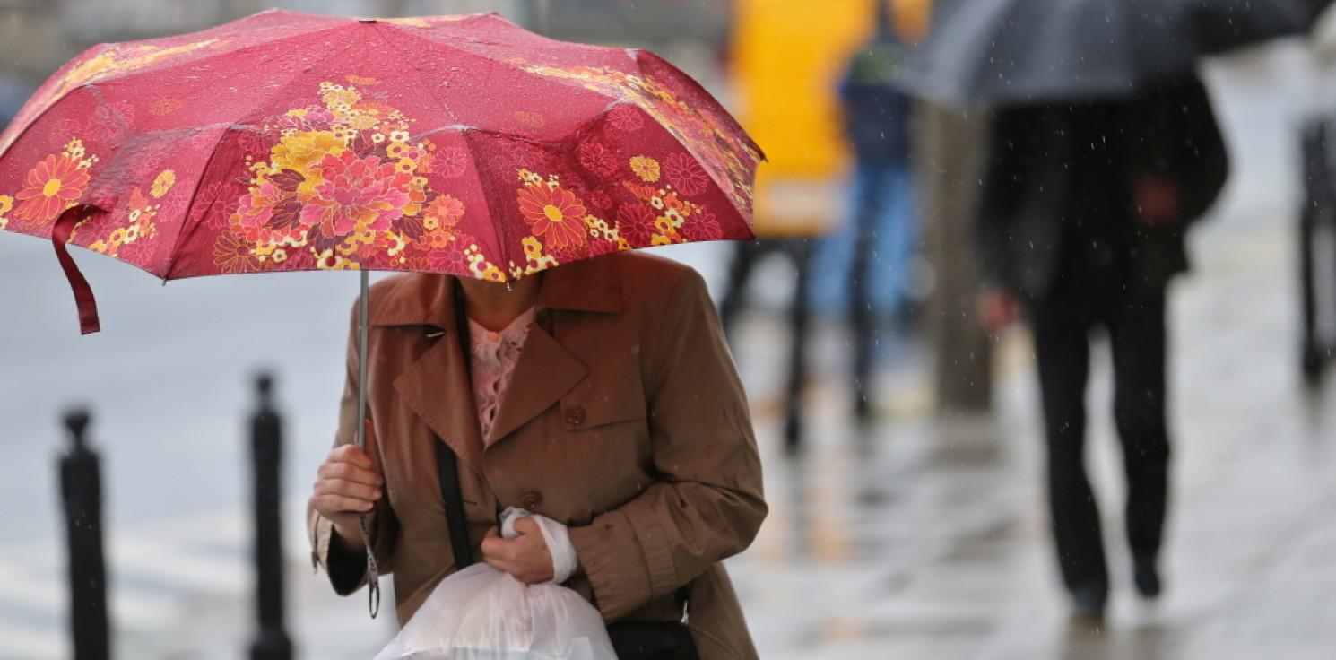 Kraj - IGMW: we wtorek deszcz w całym kraju; w górach spadnie śnieg