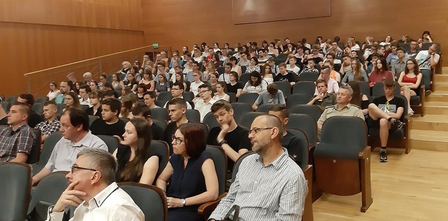 Inowrocław - Pełna sala słuchała wykładu o Przybyszewskim