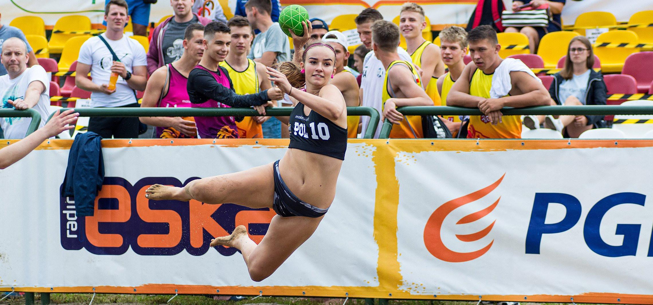 Inowrocław - W Inowrocławiu trwa turniej plażowej piłki ręcznej