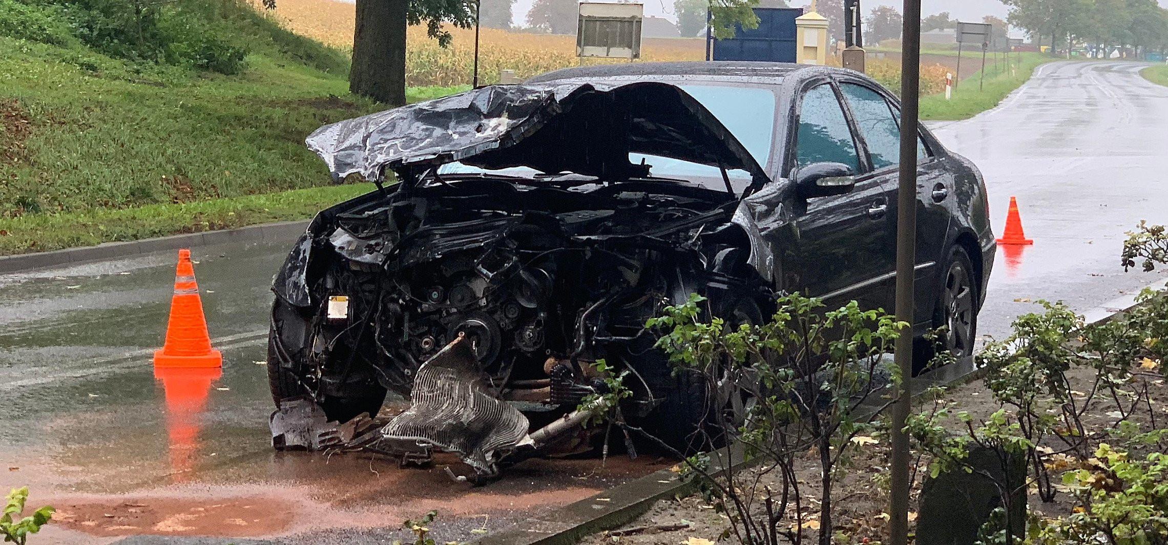 Pakość - Zderzenie dwóch aut na wjeździe do Pakości