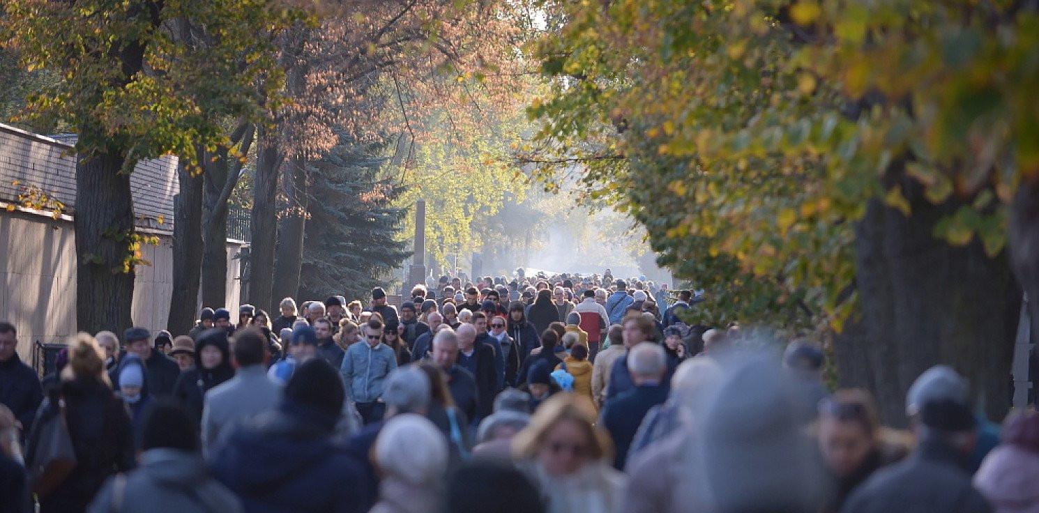 Kraj - Grzesiowski: 1 listopada cmentarze powinny być zamknięte