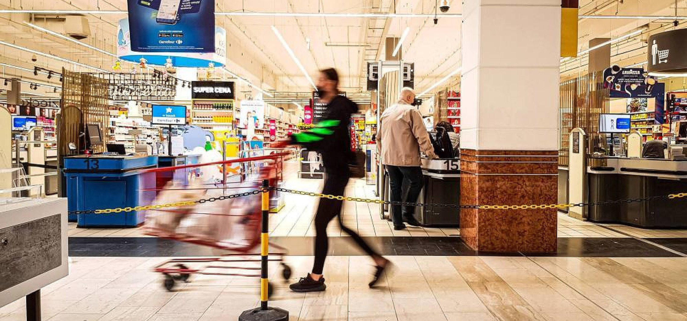 Kraj - Sieci handlowe wydłużają godziny otwarcia w związku z nowymi obostrzeniami