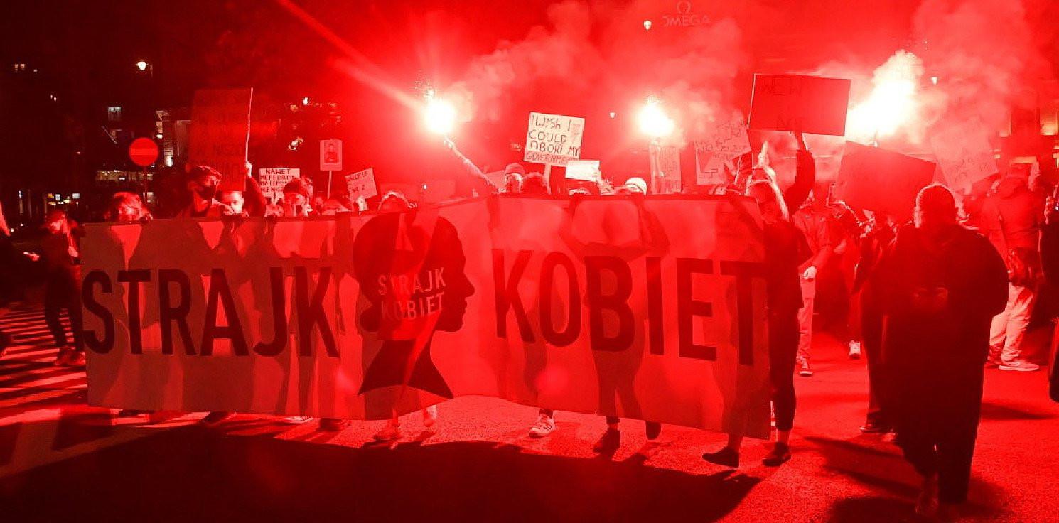 Kraj - Zakończyły się blokady w wielu regionach kraju; w Warszawie wciąż trwają protesty