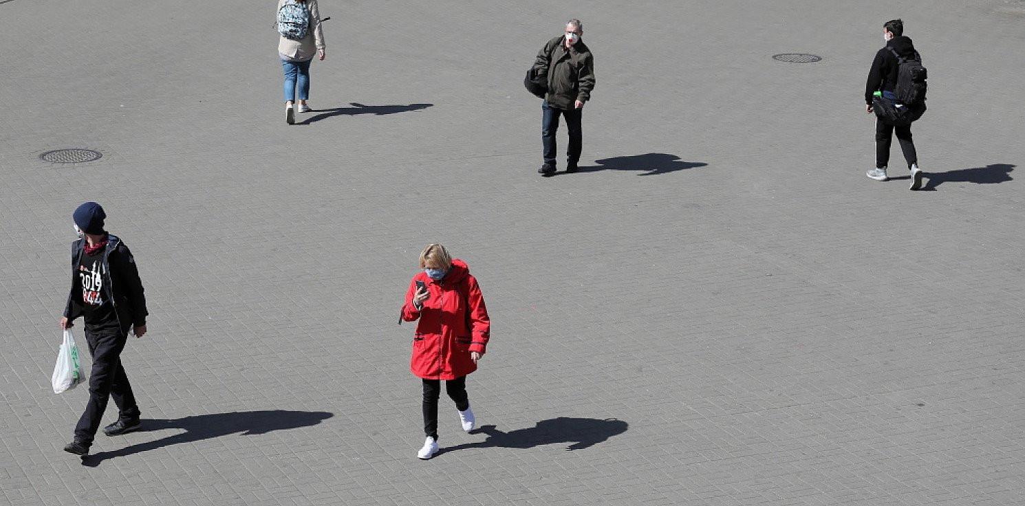 Kraj - Deloitte: Polacy boją się pandemii i zubożenia