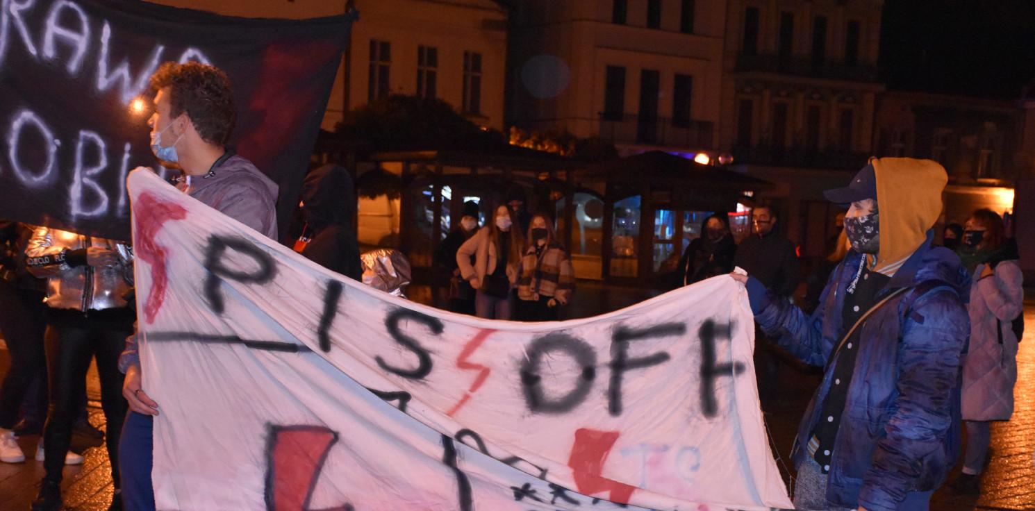 """Kraj - """"Strajk Kobiet"""" przedstawił plan marszu """"Na Warszawę"""", który odbędzie się w piątek"""