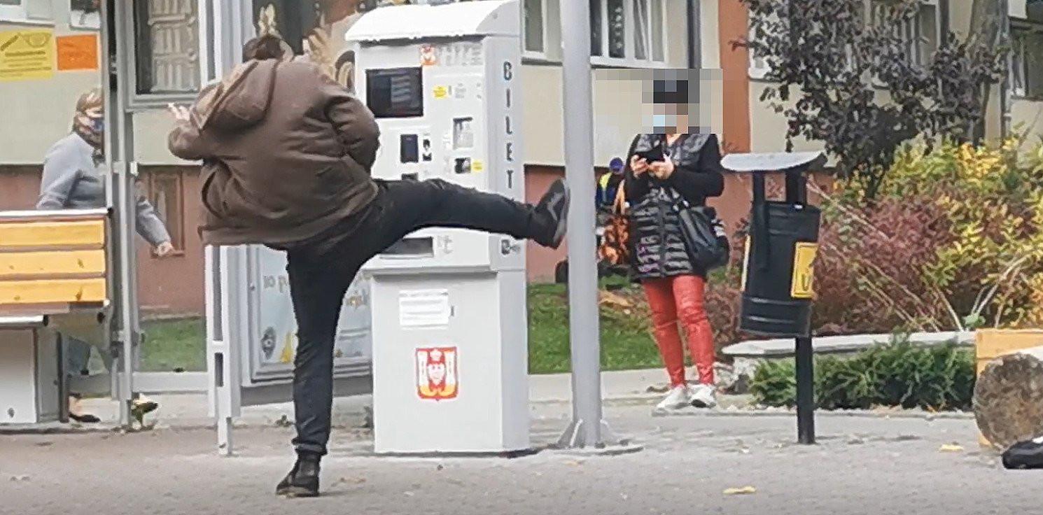 Inowrocław - Agresywny mężczyzna dewastował przystanek