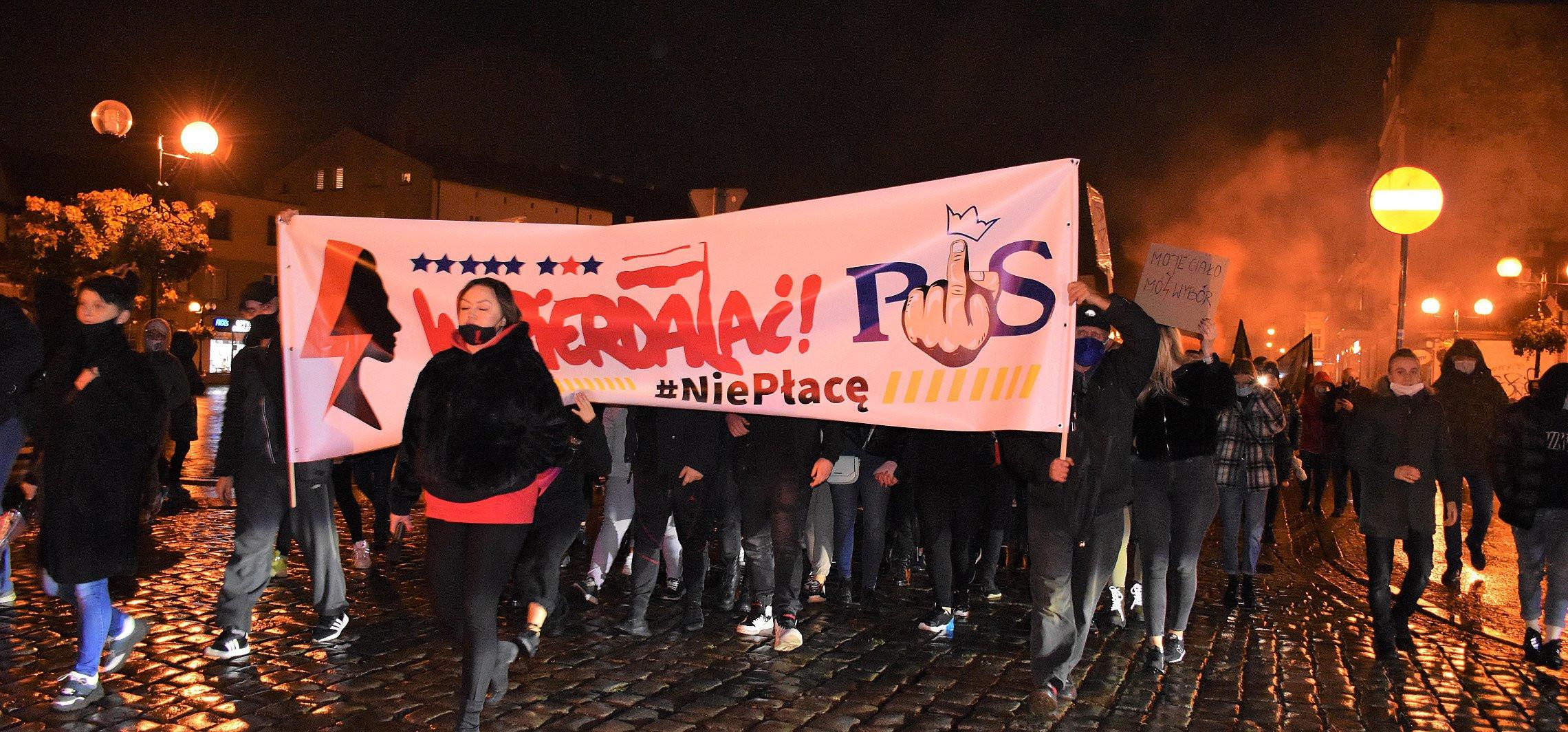 Inowrocław - Kilkaset osób manifestowało na ulicach Inowrocławia