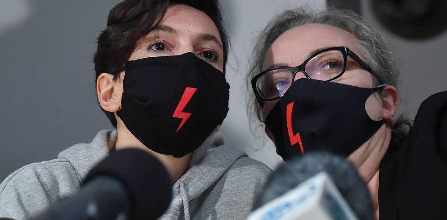 Kraj - Strajk Kobiet: nasilają się represje, ale mamy adwokatów, psychologów i tworzymy fundusz solidarnościowy