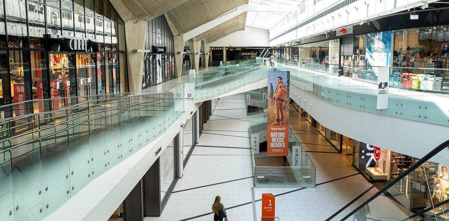 Kraj - Projekt: nadal ograniczona działalność hoteli i gastronomii, sklepy w galeriach będą otwarte